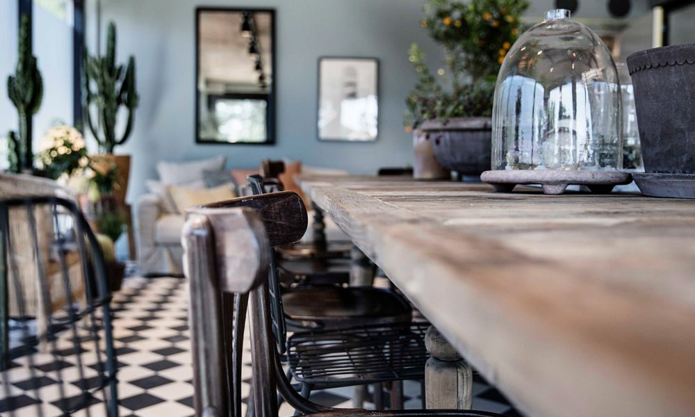 The House bord med inredning